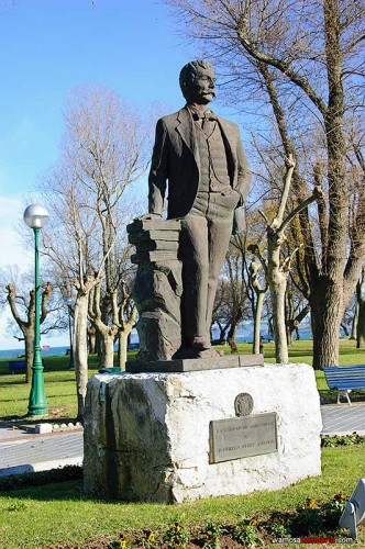 Estatua dedicada a Benito Perez Galdós en Santander