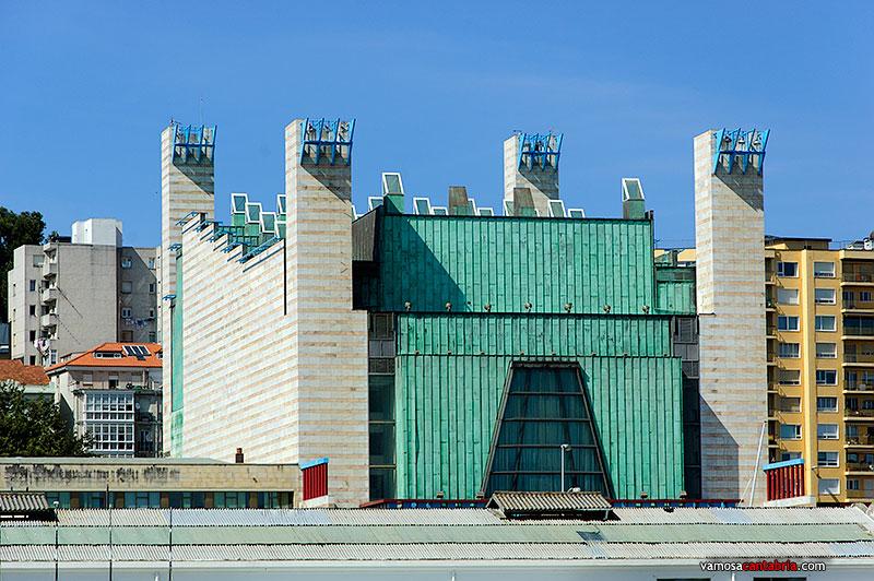 Pin fachadas de edificios modernos departamentos for Fachadas de apartamentos modernos