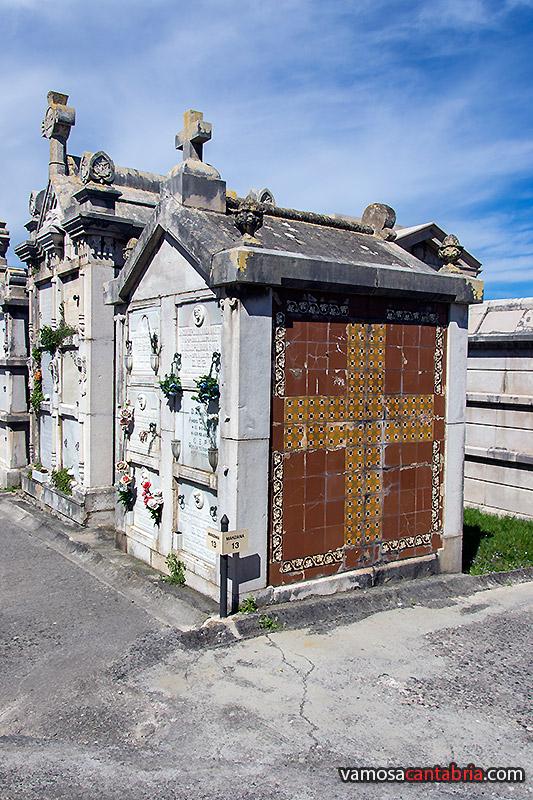 Nos vamos de cementerios iii vamos a cantabria - Azulejos colorines ...