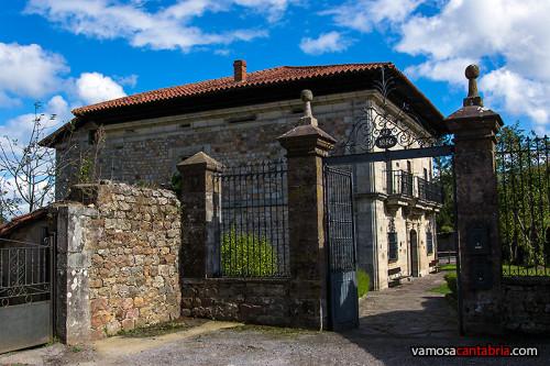 Entrada al Palacio de Mier