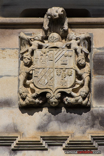 Escudo en el Palacio de Mier