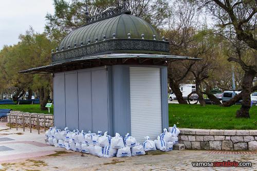 Kiosko protegido frente al temporal