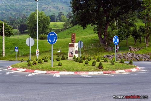Rotonda con monumento