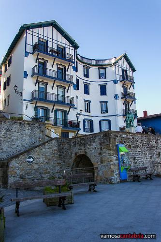 Otra estatua de Elcano en Guetaria I