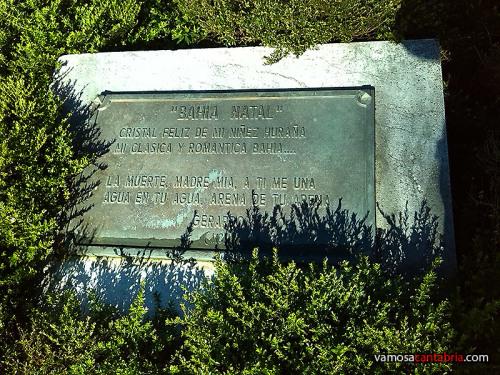 Placa en la estatua de Gerardo Diego