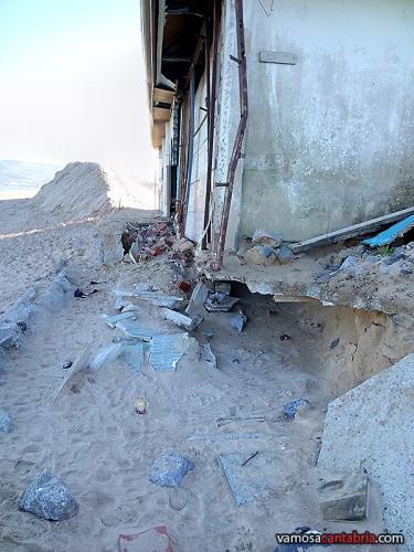 Chiringuitos destrozados en el Puntal de Laredo III