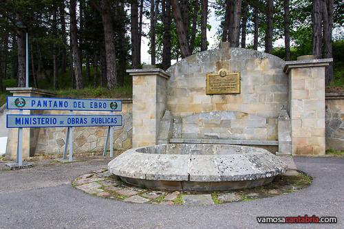 Monumento en el Embalse del Ebro