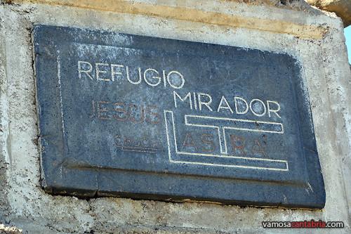 Placa del refugio-mirador
