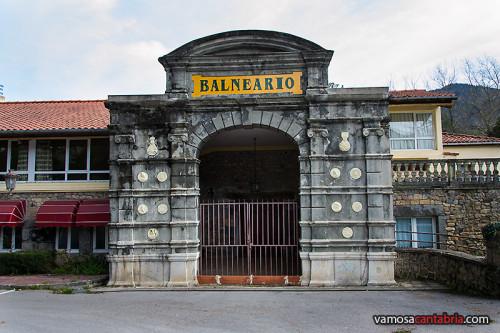 Puerta del balneario