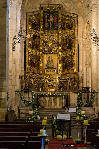 Altar y retablo de la iglesia