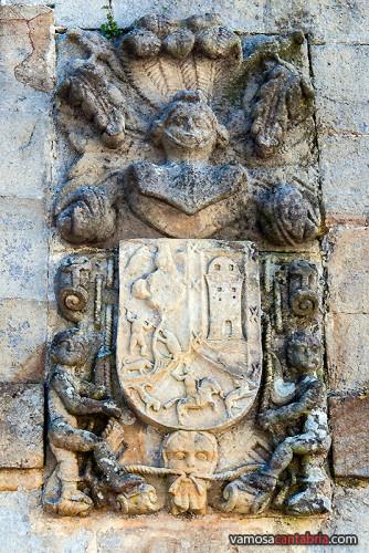 Escudo en la ermita