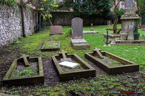 Tumbas en el cementerio protestante de Santander I
