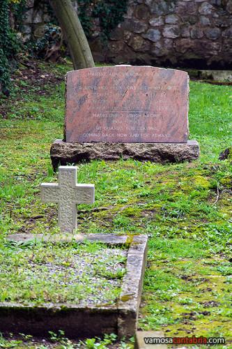 Tumbas en el cementerio protestante de Santander III