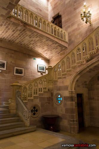 Escaleras en la entrada del Palacio de Sobrellano