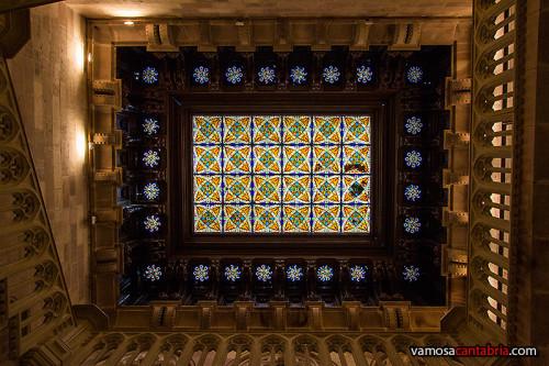 Vidriera en el techo del del Palacio de Sobrellano