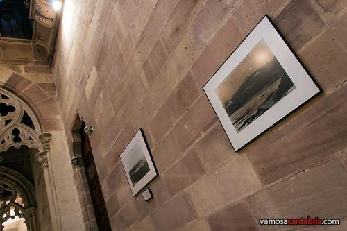 Exposición fotográfica en las escaleras