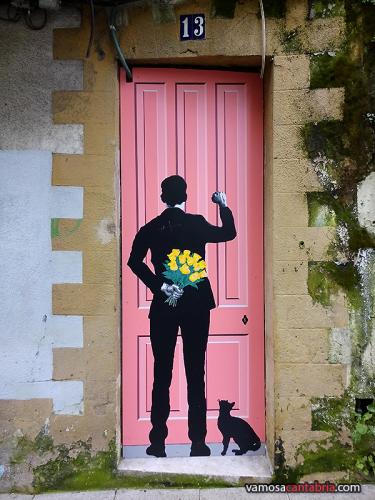 Mural en una puerta de la calle Alta II