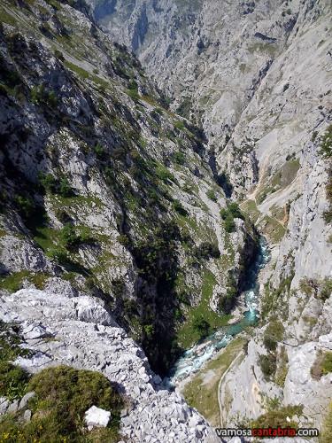El río allá abajo en la Garganta del Cares