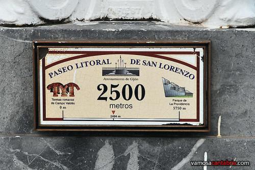 Placa en el paseo de San Lorenzo