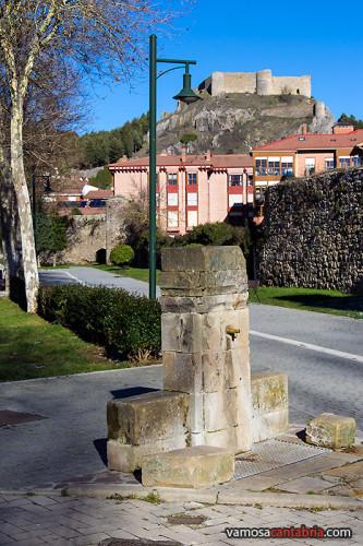 Fuente y castillo en lo alto