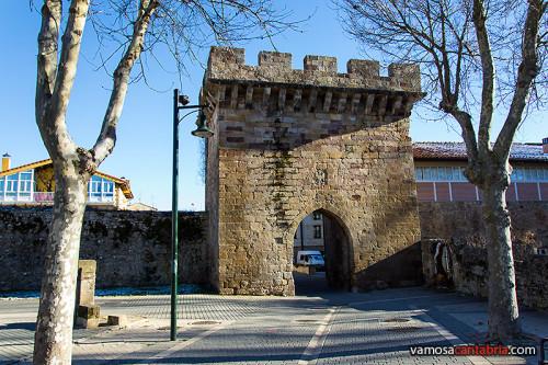 Torreón con puerta