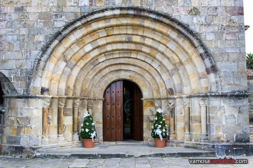 Entrada principal de la Colegiata de Castañeda