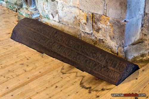 Sarcófago en el suelo III