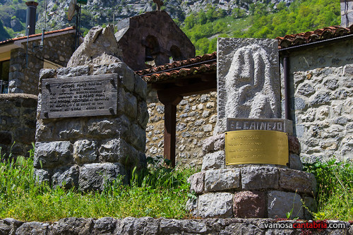 Estatuas conmemorativas en Cain
