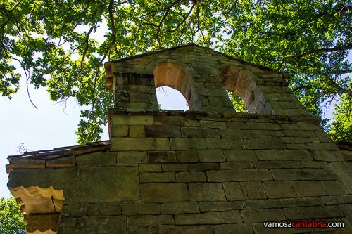 Campanario de la ermita de San Román de Moroso