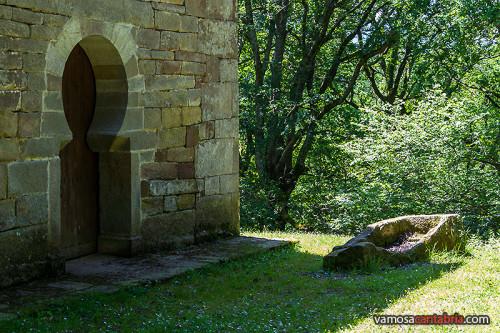 Puerta de la ermita de San Román de Moroso