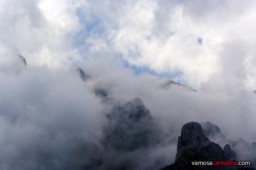Picos de Europa con niebla