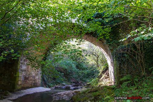 Puente romano desde abajo