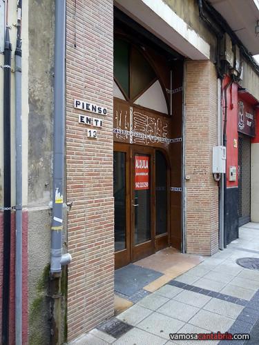 Portal en la calle Madrid de Santander