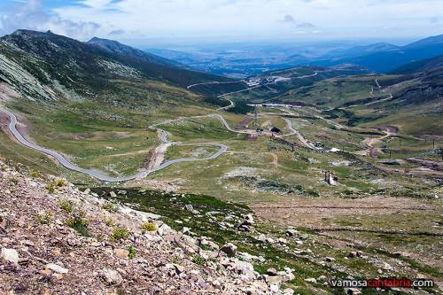 Vista de la estación de esquí y la carretera