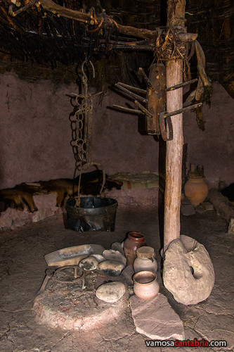 Interior de una cabaña I