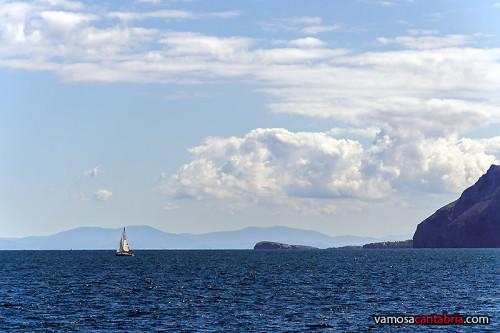 Ballena de Oriñón en el horizonte