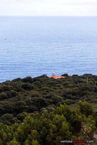 Faro de San Emeterio a lo lejos I