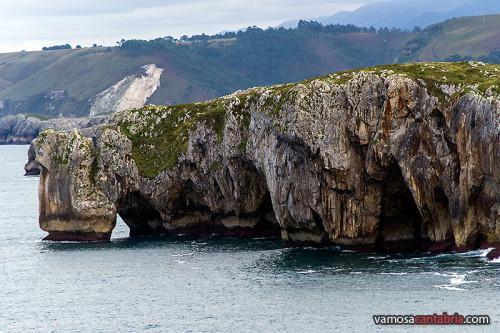 Cuevas en la costa