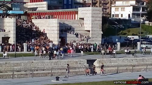 Actuación en la entrada del Palacio de Festivales