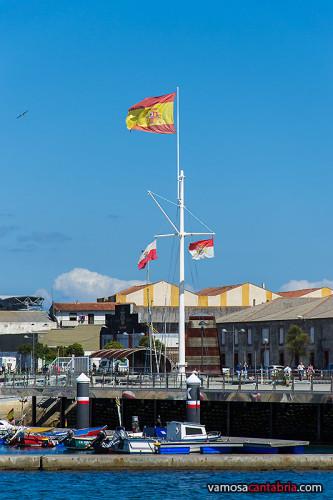 Mástil con las dos banderas
