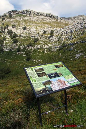 Cartel frente al monte Solpico