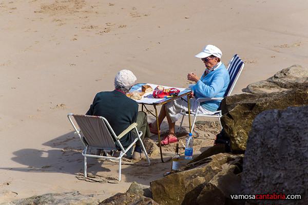 Comiendo en la playa II